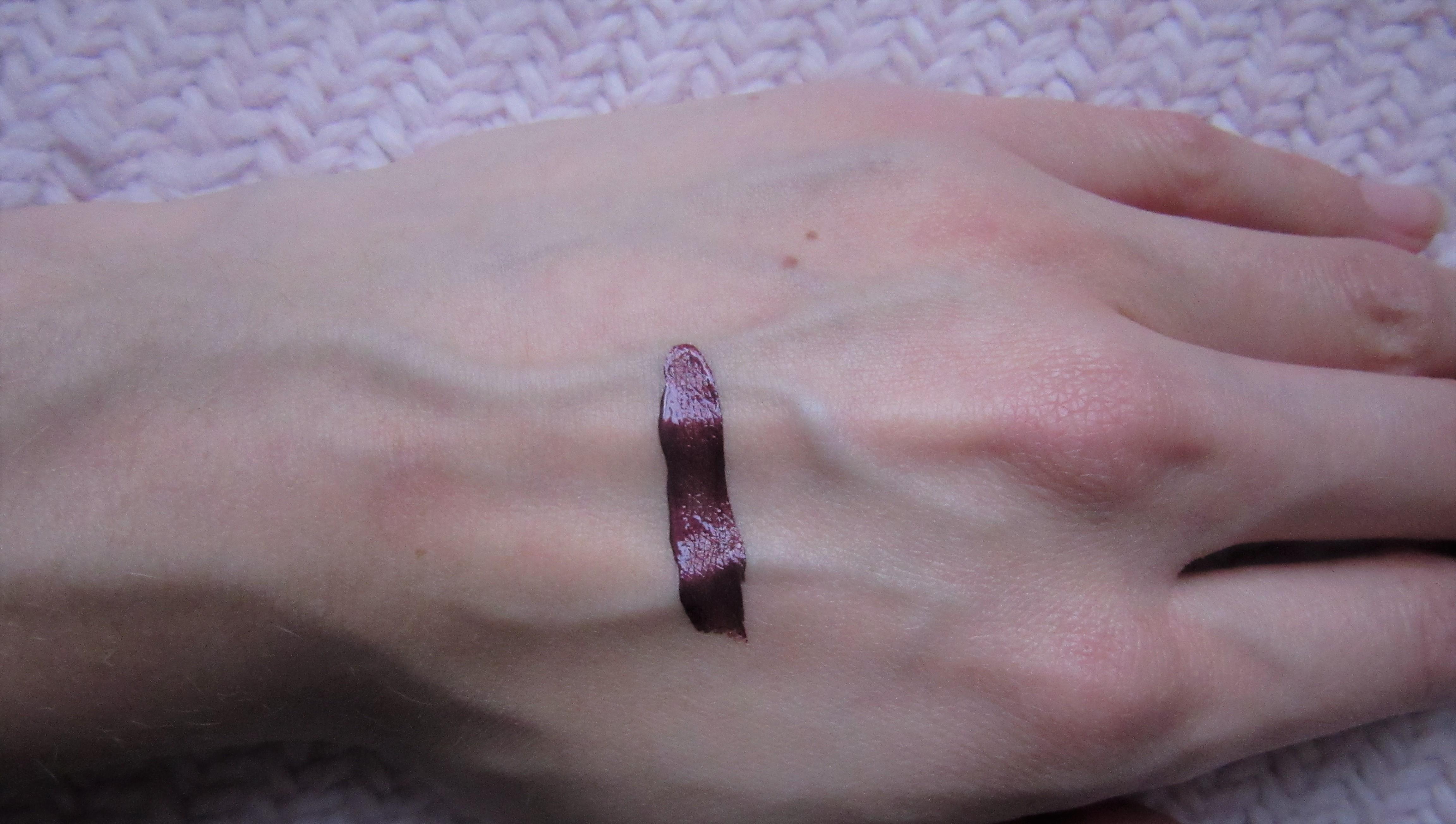 Dior liquid rouge 979 poison metal swatch2