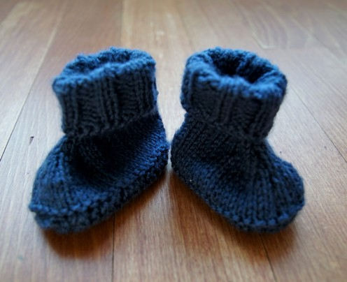 Baby booties knit dark blue.2