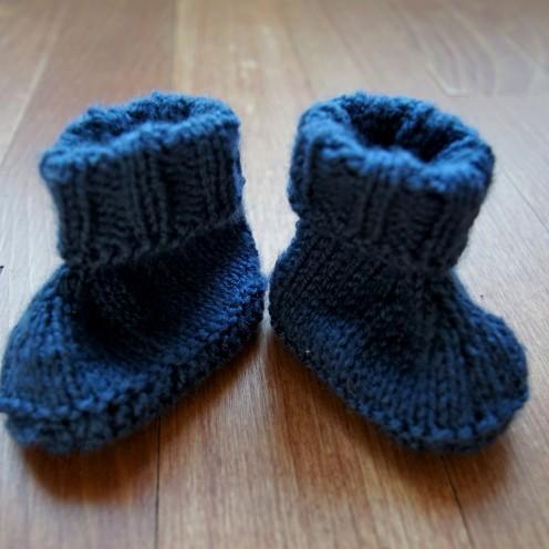 Baby booties knit dark blue.2