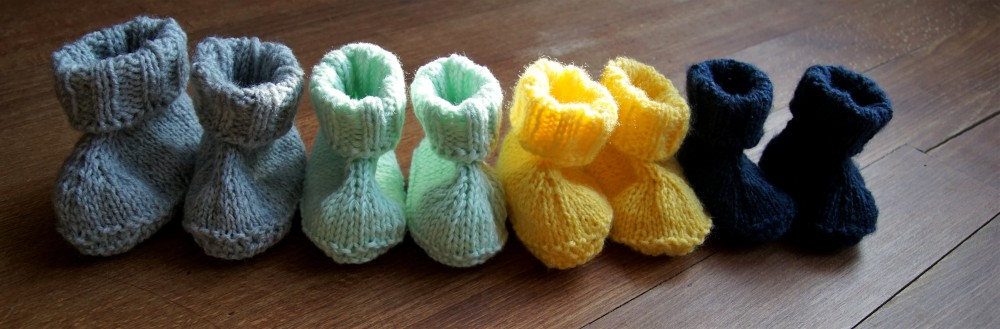 Baby booties knit grey, yellow, dark blue mint.2