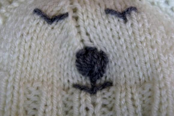 Polar bear baby set hand knit hat detail.2