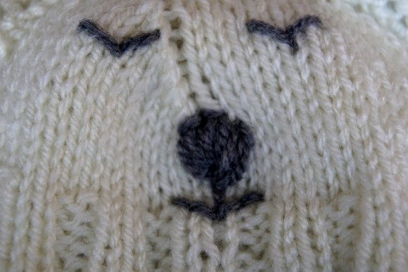 Polar bear baby set hand knit hat detail.2