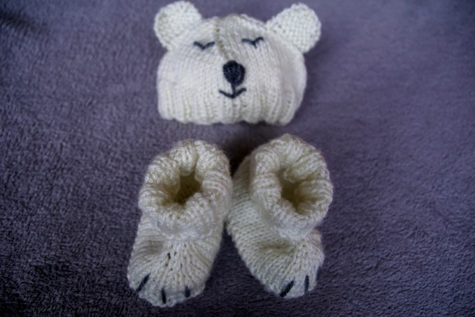 Polar bear baby set hand knit top.2