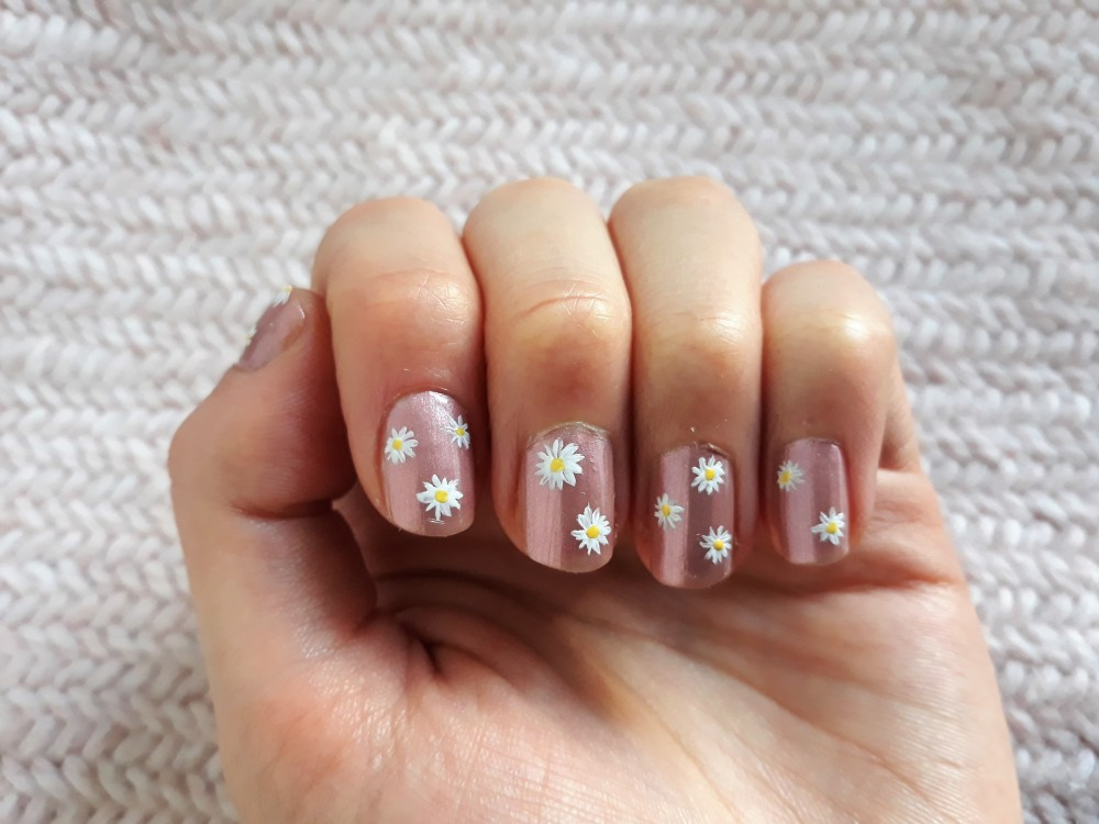 Nails with daisy whites and yellow