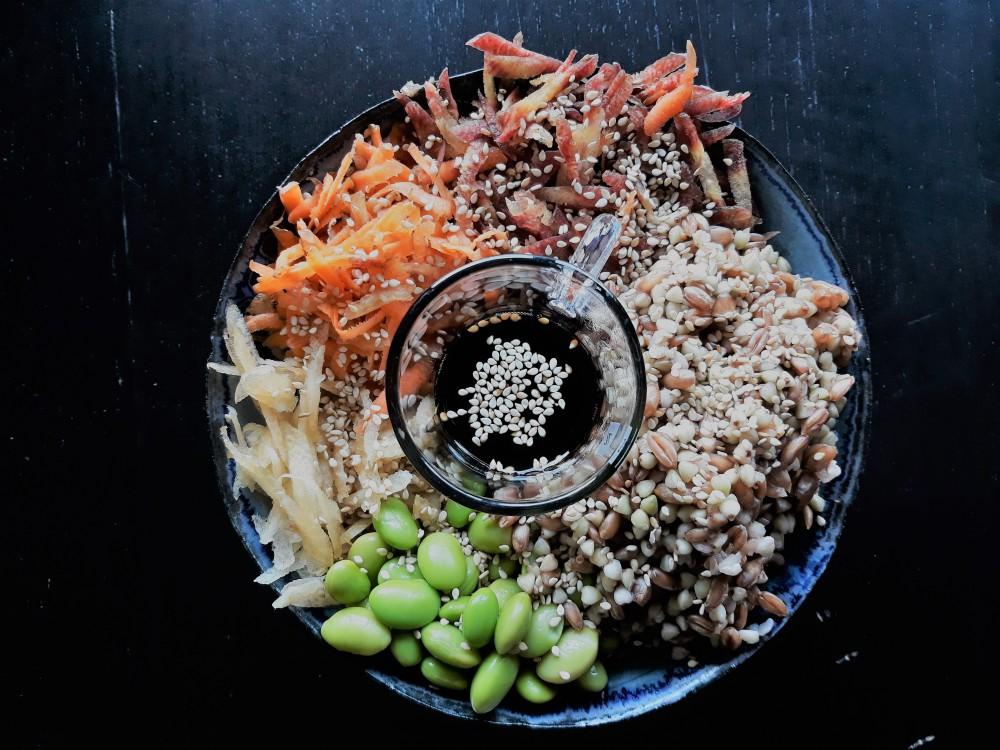 Rainbow carrot buddha bowl spelt buckwheat edamame