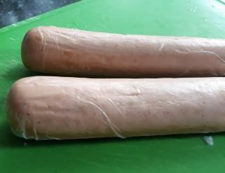 De vegetarische slager rookworst uit verpakking