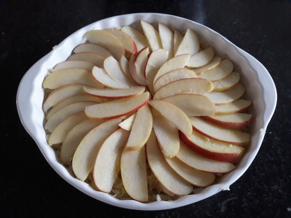 Sauerkraut casserol apples